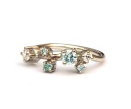 Trouwring met blauwe en witte diamanten