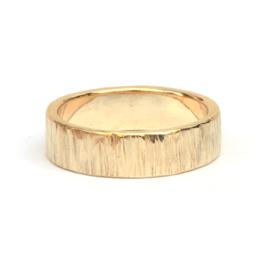Streepjes gehamerde ring
