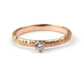 Rosegouden bloemenring met diamant