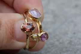 Ring met antieke roosdiamant en robijn