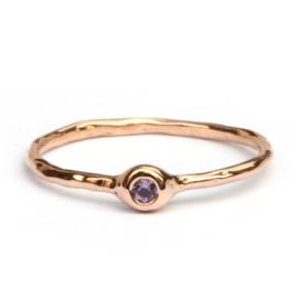 Roségouden Millie ring met paarse saffier