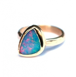 Gouden ring met opaal