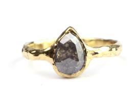 Ring met druppelvormige roos geslepen diamant
