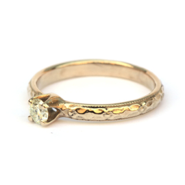 Champagnegouden verlovingsring met diamant