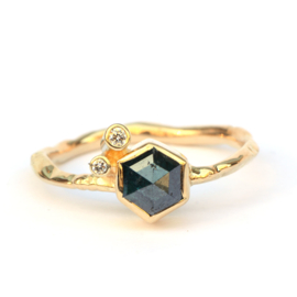 Ring met hexagon diamant