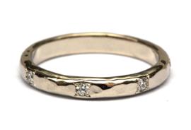 Witgouden ring met diamantjes