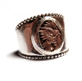 Tapse ring met bronzen vogel