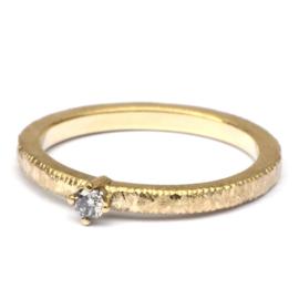 Strakke ring met salt and pepper diamant