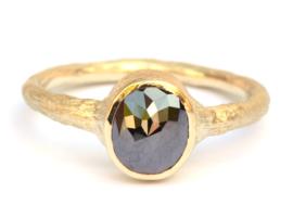 Ring met ovale zwarte diamant