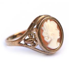 Schattige ring met camee