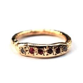 Gouden ring met robijnen en diamantjes