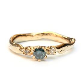 Ring Loulou met blauwe diamant