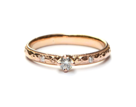 Verlovingsring van roodgoud met diamanten