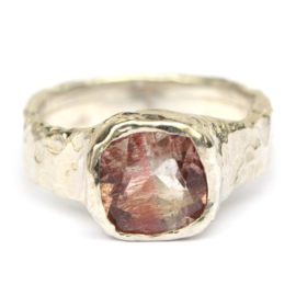 Ring met strawberry quartz