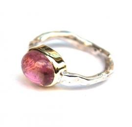 Zilveren ring met roze tourmalijn in goud