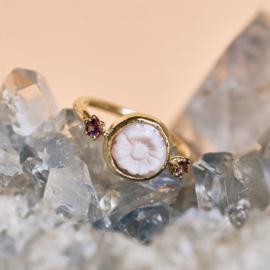 Ring met roze bloem