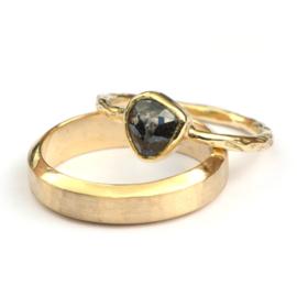 Trouwringenset met donkere roosdiamant