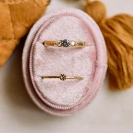Robuuste ring met blauwe spinel en diamanten