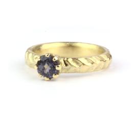 Robuuste ring met blauwgrijze spinel