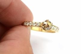 Klassieke ring met fancy diamant