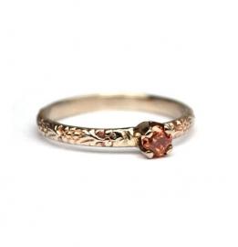 Witgouden ring met cognac diamant