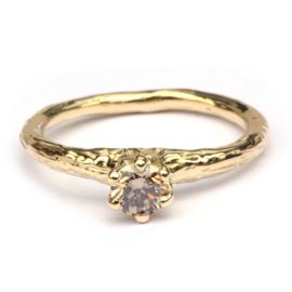 Ring met cinnamon diamant