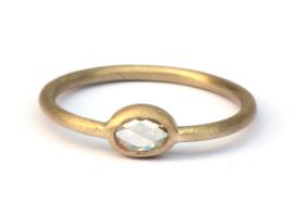 Ring met ovale roos geslepen diamant