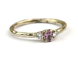 Verlovingsring met roze saffier en diamant