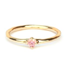 Elegante ring met roze diamant