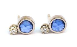 Witgouden oorstekers met saffier en diamant
