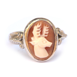 Ring with deer cameo and ornaments