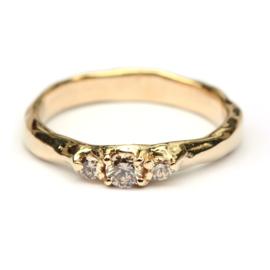 Ring met drie bruine diamanten