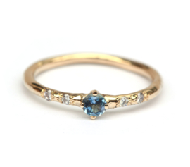 Ring met aquamarijn en diamantjes