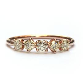 Ring met vijf diamanten