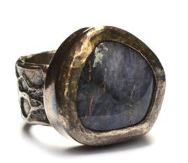 Ring met grote tanzaniet