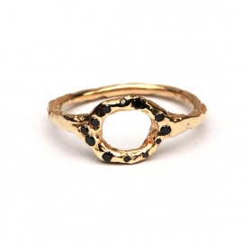 Rustic ring with little black diamonds