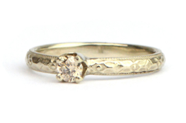 Witgouden ring met fancy diamant in kroonzetting