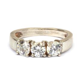Ring met drie zirconia's