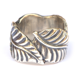 Wide leaves ring