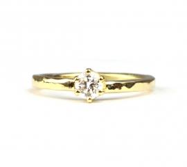 Verlovingsring gehamerd met diamant