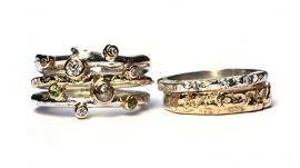 Drie ringen van eigen goud
