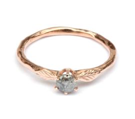 Verlovingsring met diamant en blaadjes