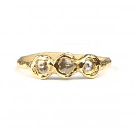 Ring met drie roos geslepen diamanten