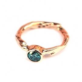 Rosegouden ring met blauwe diamant