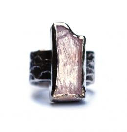 Ring with rough morganite