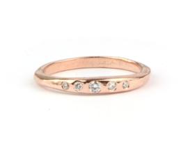 Rosegouden ring met vijf diamantjes