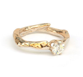 Champagnegouden ring met diamant