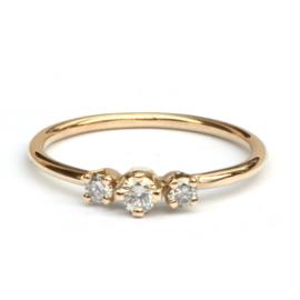 Geelgouden ring met drie diamanten