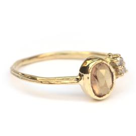 Ring met roze saffier en diamantjes GERESERVEERD