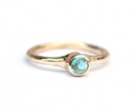 Ring met blauwe apatiet